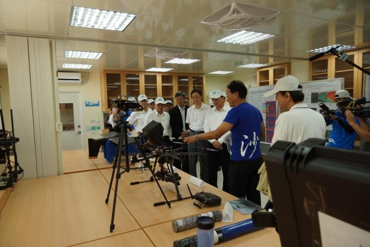 The exhibition of facilities in opening ceremony of Dongsha Atoll Research Station